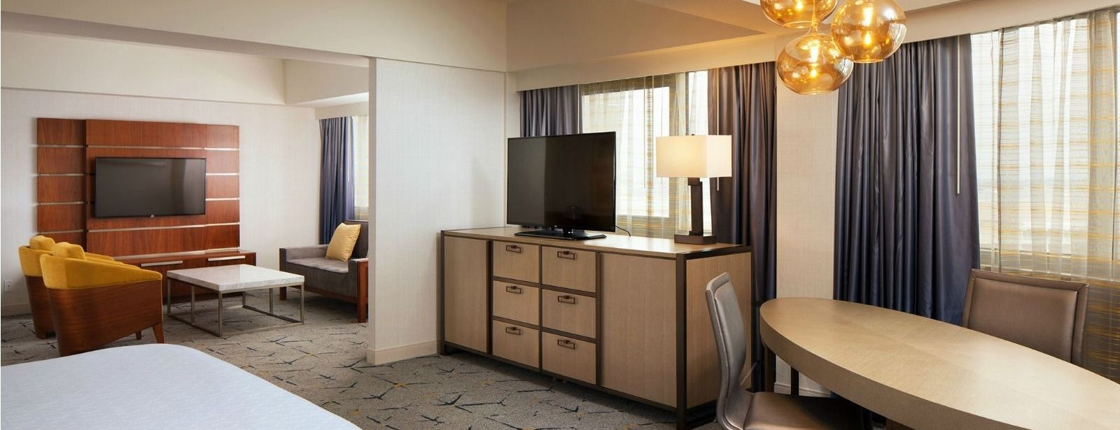 Corner Suite | Sheraton Gateway Los Angeles Hotel